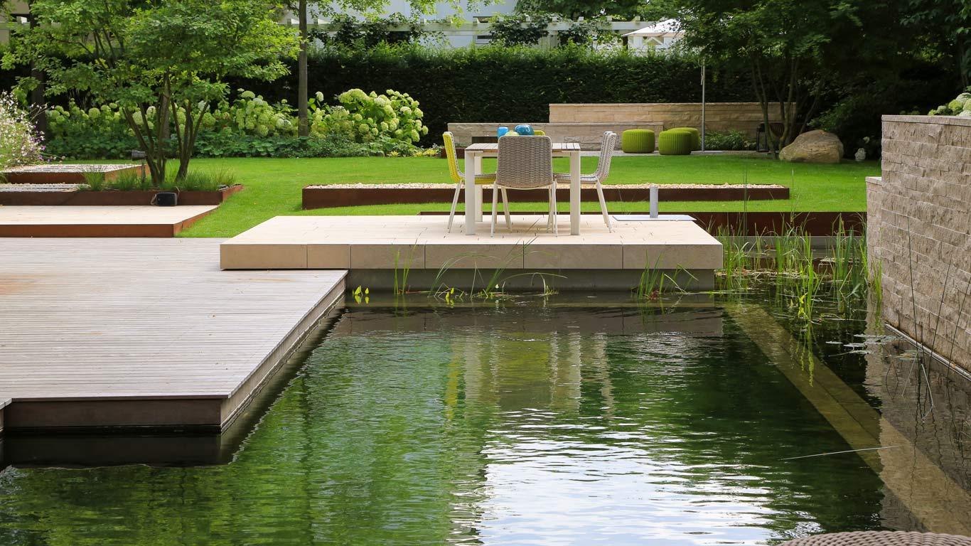Realizzazione piscina naturale senza cloro in Italia - Chagall Giardini a Castagnole Piemonte